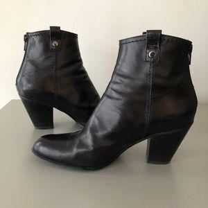 STUART WEITZMAN Black Leather Ankle Booties